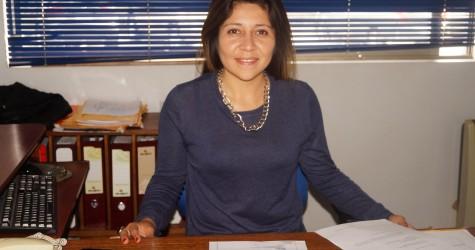 DIRECCIÓN DE DESARROLLO COMUNITARIO Nombre: Katherina Lisbeth Pino Arteaga, Licenciada en Trabajo Social. Tiene por objetivo propender al mejoramiento de...